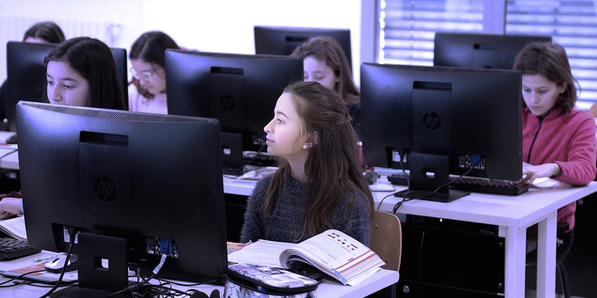 Scuola secondaria I° Frassati - Lezione di informatica